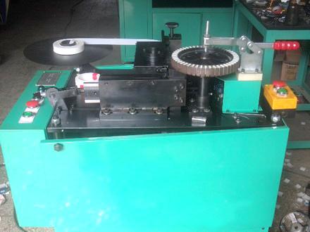 吊扇马达绝缘纸自动插入机