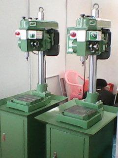 自动钻孔机